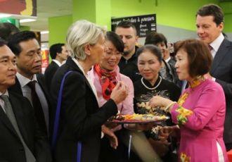 Bia Hà Nội lên kệ siêu thị châu Âu